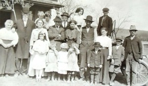 4 Logsdon family in Davenport, Washington (Anna in center) circa 1890s