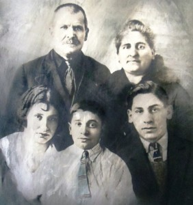 4 Anna, Nick, Constandinos , Vasiliki and Demetrios Colliers, early 1900s