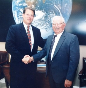 10 Al Gore with Larry Ruvelas, 1996