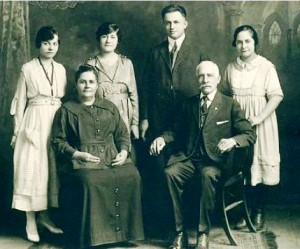 14 Great grandparent family (l-r) Betty, Ioanna, Gus, George and Anna Legeros, 1900s