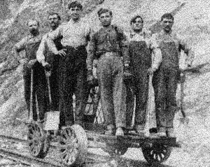 4-railroaders-on-a-pushcar-gust-melonas-in-white-shirt-constantine-famalous-on-his-left-and-brother-steve-melonas-at-far-right-others-are-unknown-1918