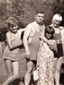 7 Wells family in bathing gear
