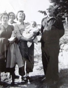 11 At Fenerly farm, (l-r) Georgia, Irini Dravas, May Fenerly Christina, Andrew, 1952