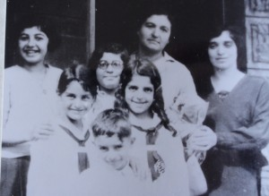 3 ANGELINA  JERRY AND DEMETRA IN FRONT WITH LEVANAS FAMILY
