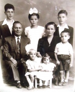 5 Kanakaris Family, 1945