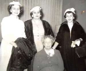 6 Daughters Joanna Tsapralis, Marie Arger and Kathleen Arger with Eleanos Roosevelt, 1944