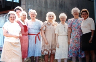 15 Molly with women friends and family, circa 1985