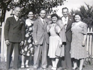 4 Barbas brothers and wives, 1945