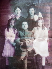 4 Ladas family, (l-r) virginia, Mary, Uncle John, Victoria, Helen, circa 1918