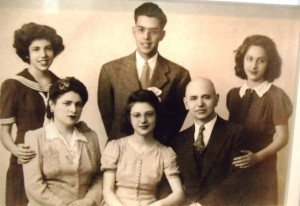 11 Nick Carras family, Mry Angie Helen Vicki Nick  theme  1940s