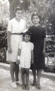 3 Sultana Yianouli, Unknown and Fotini (front), circa 1940