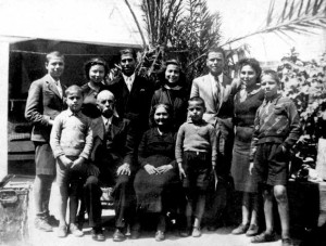 7 Dimtitri with all 9 siblings and parent in yard of Turkish house in Heraklion , 1940