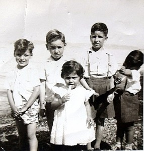 16 Harry Platis, George Platis, Billie Platis, John, Sam, late 1940s