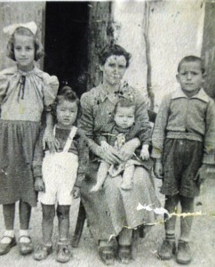 6-in-greece-eva-bill-georgia-mary-and-harry-early-1950s