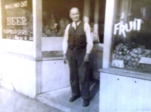 2 Papou Dudunakis at the Emerald Tap Room, 1950s