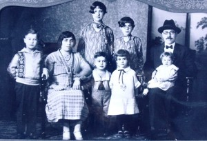 11 Reverend Jacob Behar family, 1926