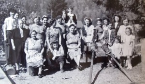 5 Easter at the Bakamas home, mid 1930s