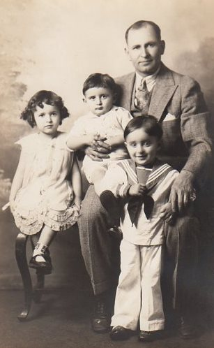 4 Gust Trams with Lallas children, Anna, John and George, circa 1937